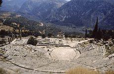 Antikes Theater mit Apollon-Tempel